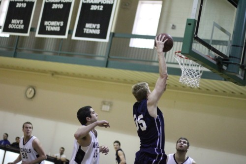 Hans Miersma about to dunk at Nichols