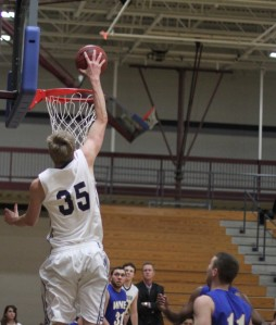 Hans Miersma dunks in the first half