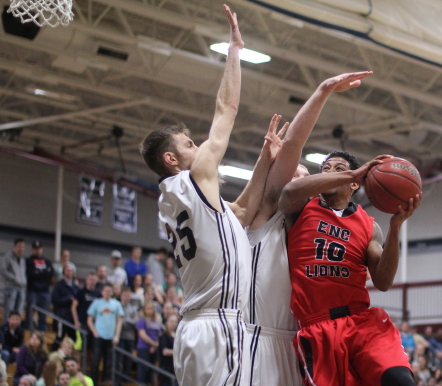 Lequan Gomes (18 points) goes in against Sam Johnson and Dominic Paradis