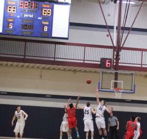 Huge shot by Jaylen Owens (#3) in the last minute