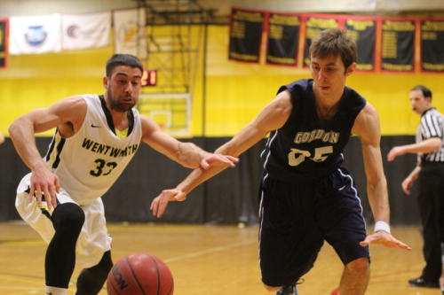 Nico Donato (20 points) and Dominic Paradis chase a loose ball