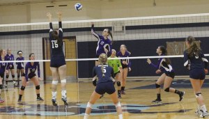 Meghan Hokanson tries to block the spike attempt of Nicole Rice