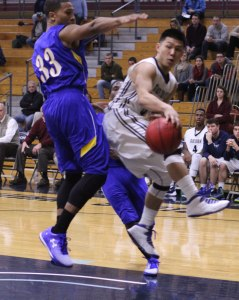 Jaren Yang (17 points) looks to pass