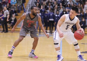 Jaren Yang faces some Jaylen Owens defense